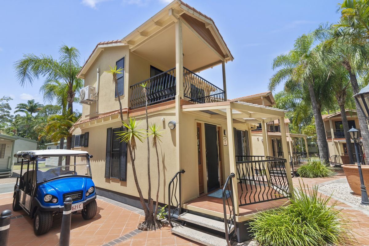 Macaw Mansion Luxury Gold Coast Holiday Cabin Accommodation