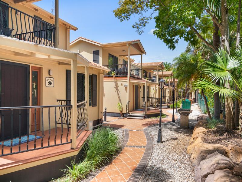 Macaw Mansion Gold Coast Holiday Accommodation